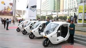 Electric Auto Rickshaw India Sweden S Zbee Electric Rickshaw Hits Delhi Roads