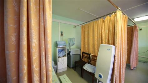exam room curtains opening and closing a privacy curtain in a clinic s