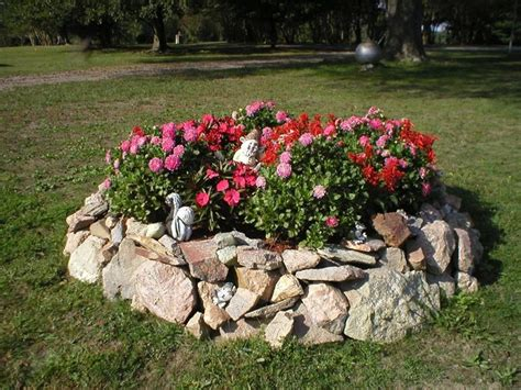 aiuole da giardino con sassi giardini aiuole giardinaggio aiuole nei giardini