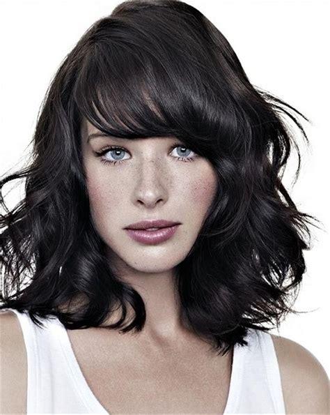 collarbone length wavy hair 23 trendy medium haircuts for women circletrest