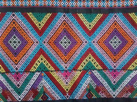 Selendang Tenun Etnik Toraja seni kriya seni rupa