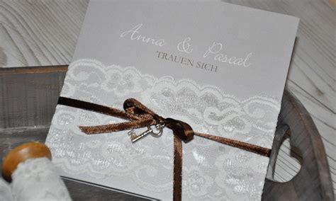 Hochzeitseinladungen Spitze by Hochzeitseinladungen Quot Spitzen Strumpfband Quot