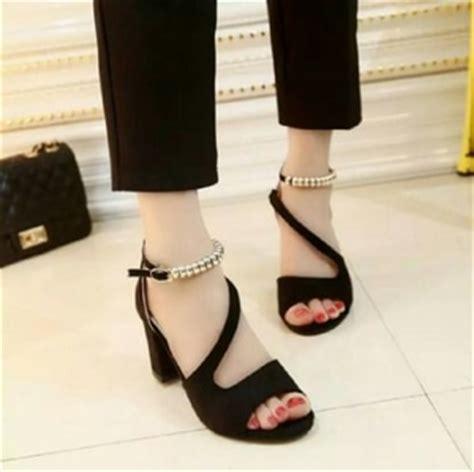 Sepatu Cewe Moder Terbaru Sandal Wanita Wedges Wanita Selop Simple Ta sepatu sandal high heels hak tahu cantik modern model terbaru