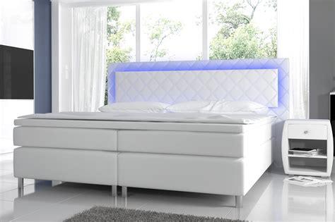beste farbe für schlafzimmer wohnwand dunkles holz
