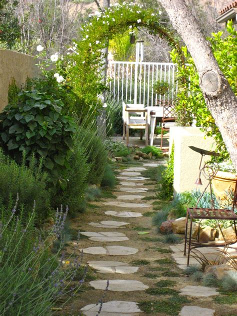 garden ideas for side of house pin by trish schumacher on side yard landscaping ideas
