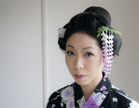 Traditional Japanese Hairstyles by Traditional Japanese Hairstyle With Kanzashi By