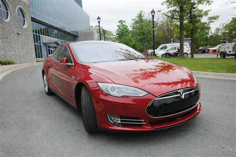 Tesla Cars In Canada Tesla Motors Signs Canadian Research