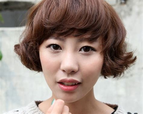short hair slight wave angular bangs and wavy bob cut hair with slight curly look