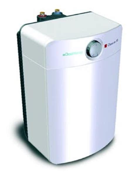 kleine boiler voor keuken de kleine dingen energie besparen close in boiler