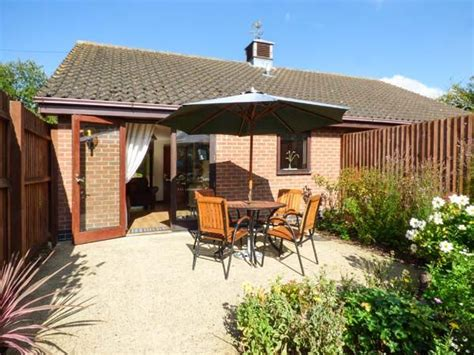 pet friendly cottages in suffolk cottages for couples