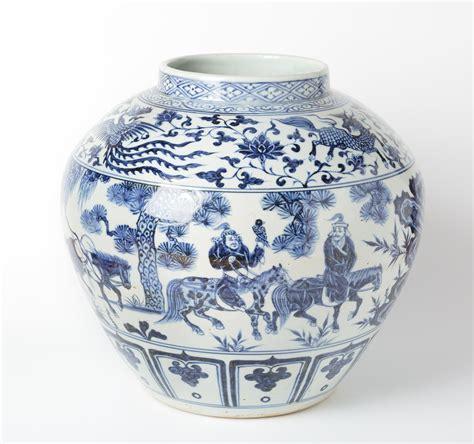 antico vaso antico vaso bianco e senza coperchio rappresentante