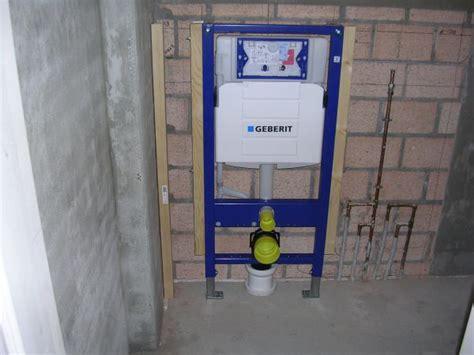 zwevend toilet aan gipswand wand hangtoilet bevestigen