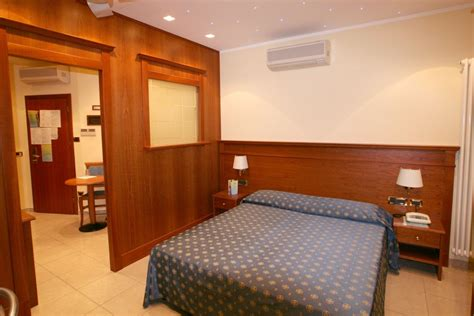 arredi per alberghi e hotel arredo contract camere alberghi stile classico e mobili in