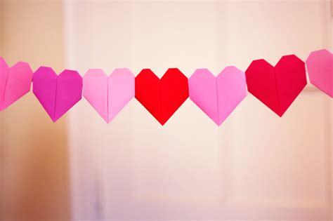 Origami Paper Hearts - make a solid color origami garland how about orange