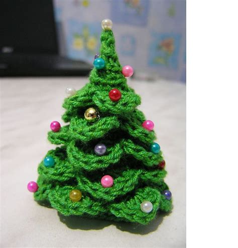 diy crocheted christmas tree free crochet pattern
