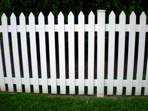 picket fences 10 steps to building a picket fence on an uneven ground