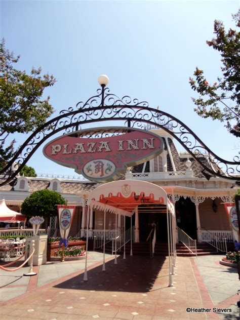 Great Chandeliers Com Review Disneyland S Plaza Inn Fried Chicken The