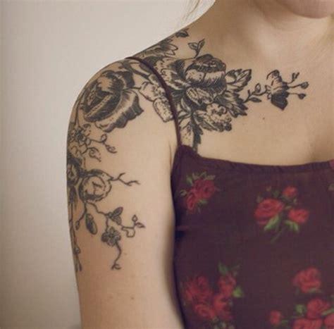fiore spalla 1001 idee di tatuaggi fiori per scegliere quello ad hoc