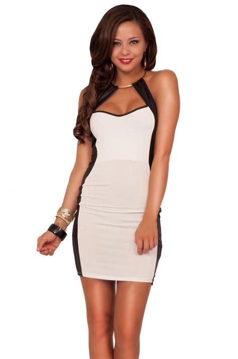 Mini Dress Sabrina Two Tone Denadia Mini Dress Putih Biru Navy Putih Two Tone Sleeveless Halter Metal Ring Cut Out Neckline