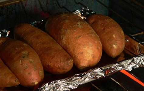 how to make baked sweet potatoes in the oven