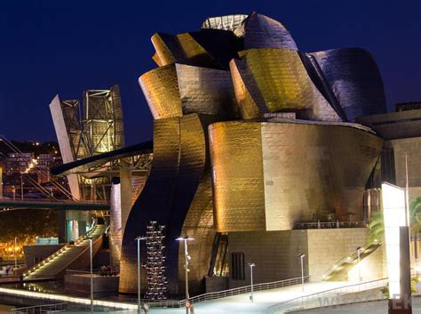 who is frank gehry with picture