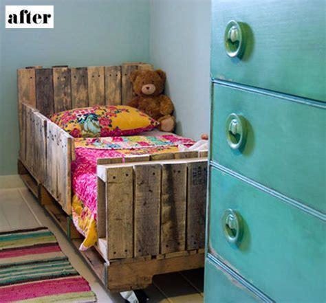 pallet toddler bed diy toddler pallet bed