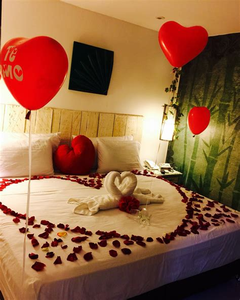 how to surprise him in bed surprise ideas for boyfriend romantic him in the bedroom decorated hotel room hisher birthday