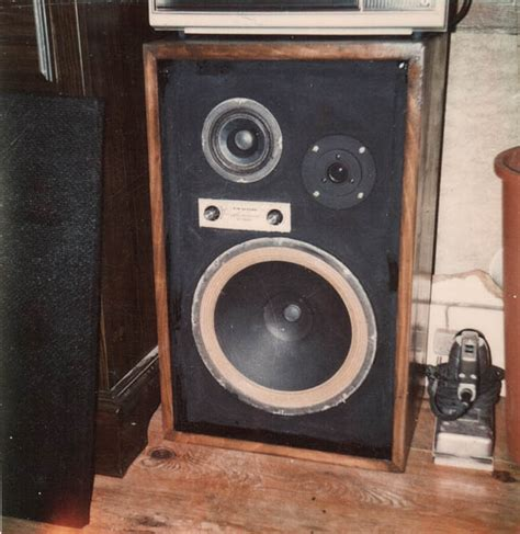 a 1970 s teenager s bedroom vintage stereo equipment a 1970 s teenager s bedroom vintage stereo equipment