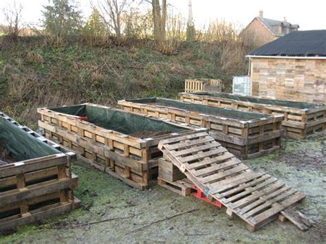its time to make an attractive pallet vertical garden bed