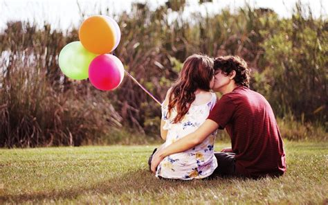 love couple kiss themes lovely couple kissing in nature