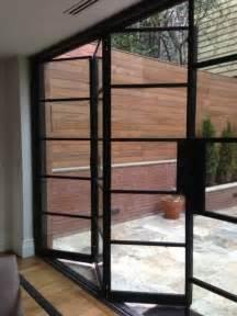 Porte Entree Bois Leroy Merlin #3: Porte-pliante-leroy-merlin-en-fer-noir-et-sol-en-parquet-clair-jolie-porte-en-verre-pour-le-salon.jpg