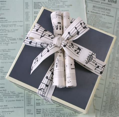 gift wrapping with newspaper ideas 10 recycling eco friendly gift wrapping ideas means