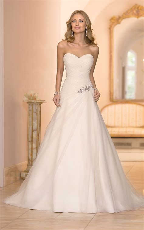 Dress D1636 looking for a strapless version of moonlight t654
