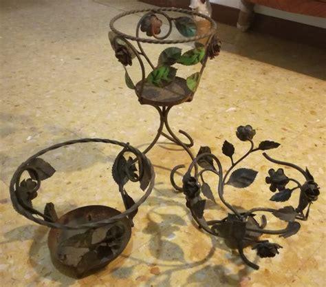 porta vasi in ferro tre porta vasi in ferro battuto italia catawiki