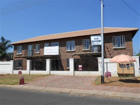 How To Sell A 2 Bedroom House by 2 Bedroom Cluster For Sale For Sale In Daspoort Home