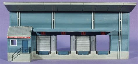 ho scale bachmann industrial supply warehouse backdrop building