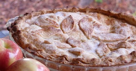 thibeault s table apple pie with leaf crust warm apple pie isn t it just darling