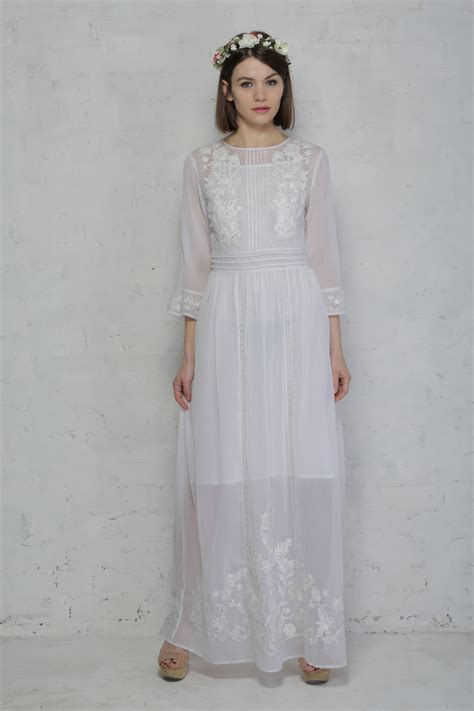 White Rock Wedding Dresses by 1960s Style Wedding Dresses And Gowns