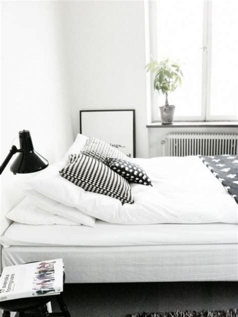 simple clean black and white minimalist bedroom decor ideas comfydwelling
