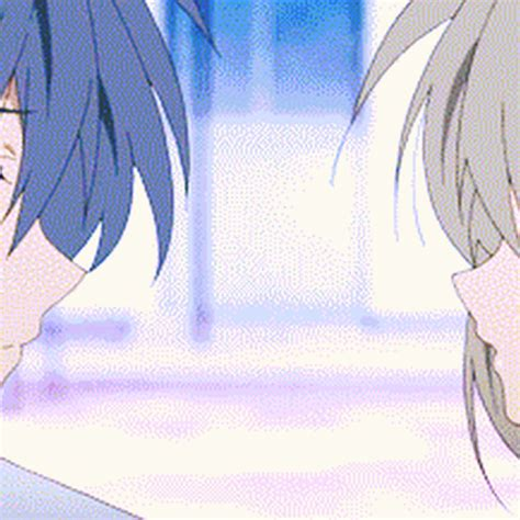 imagenes anime love kiss anime love gif find share on giphy
