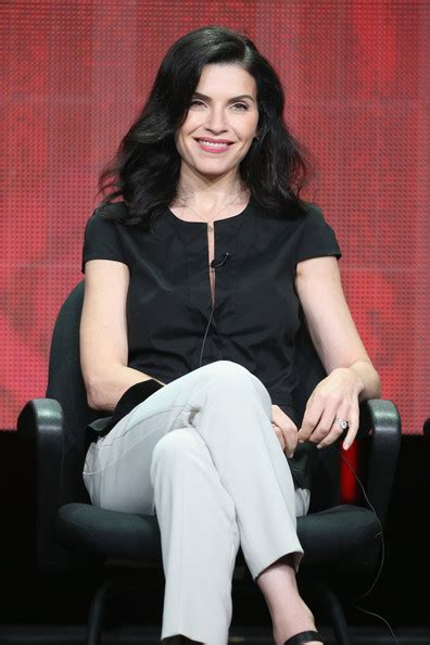 julianne marguilles chop hair more pics of julianna margulies long wavy cut 12 of 15