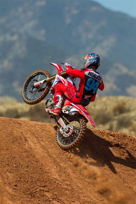 ama motocross sign american honda signs ken roczen to multi year contract