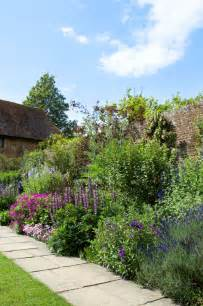 cottage garden border plants 25 best border plants ideas on driveway
