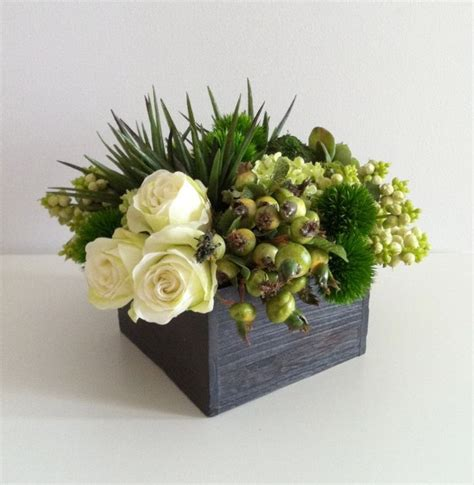Natural Christmas Table Centerpieces - floral arrangement white green ideas for my dream house pinter