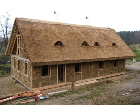 straw house house