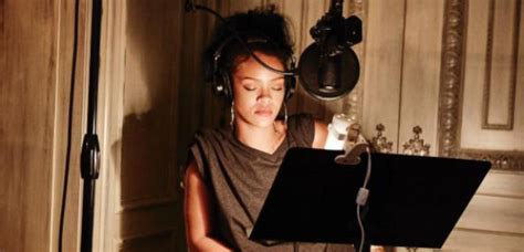 rihanna and mike will made it release nothing is promised listen to mike will made it rihanna s new single