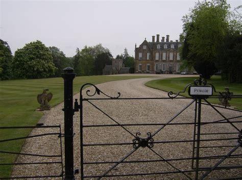 melbury square melbury house and church 169 graham horn cc by sa 2 0 geograph britain and ireland