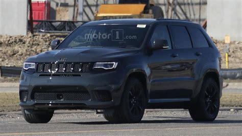 jeep hawk track jeep grand cherokee trackhawk nuove foto spia senza veli