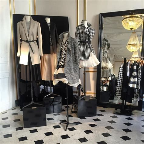 Display Apparel On Showroom Floors - best 25 fashion showroom ideas on fashion