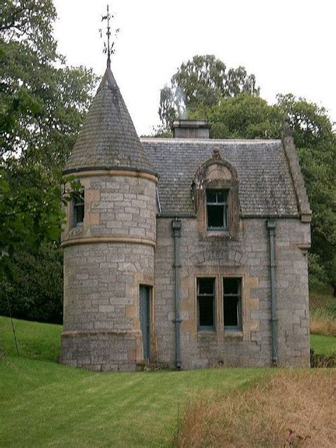 small houses that look like castles 25 best ideas about castle homes on www gm www lakeside and lakeside